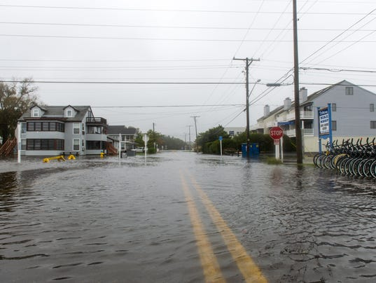 http://www.delmarvanow.com/picture-gallery/news/local/delaware/2015/10/03/bethany-beach-flooding-on-pennsylvania-ave/73288944/