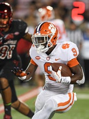 Clemson running back Travis Etienne (9) breaks free