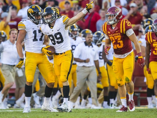 Iowa's Matt VandeBerg (89) points down field after a long reception in front of Iowa State's Darian Cotton during the Hawkeyes' 31-17 win in Ames in 2015.