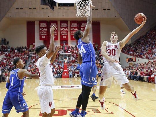 Indiana Hoosiers forward Collin Hartman (30) shoots