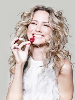 Jennifer Nettles will perform a sold-out show at the Tennessee Theatre on Sunday.