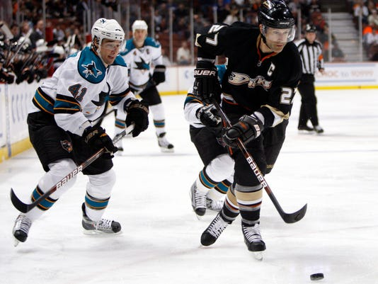 Ducks_Kariya_Niedermayer_Hockey_11177.jpg