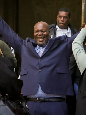 Gregory Counts, center, throws his arms up joyfully as he walks out of New York State Supreme Court, freed from prison for a 1991 rape after the accuser recanted her story, May 7, 2018 in New York.
