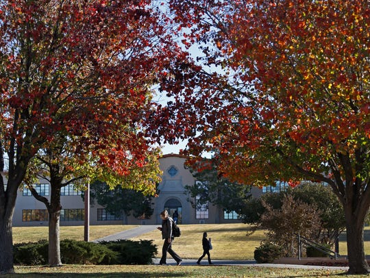 11/30/2016: NMSU students walk to class under late