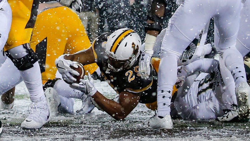 big sale b3db6 fc191 Wyoming Cowboys running back Kellen Overstreet (29) scores a touchdown  against the Colorado St…