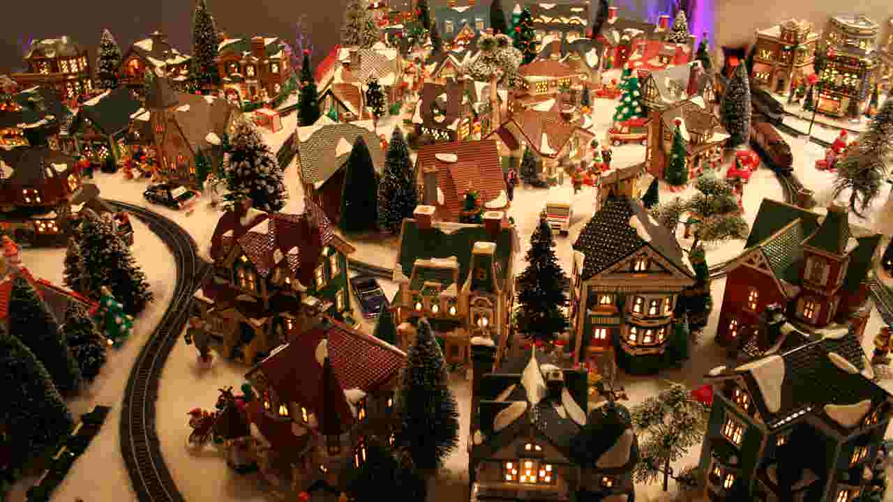 watch miniature christmas villages goes major in monroe - Miniature Christmas Village