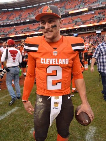 Cleveland Browns quarterback Johnny Manziel (2) leaves