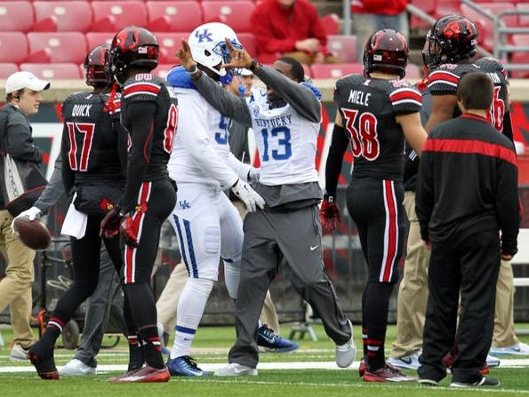 """UK's Jeff Badet throws up the Louisville """"L"""" before kickoff Saturday."""