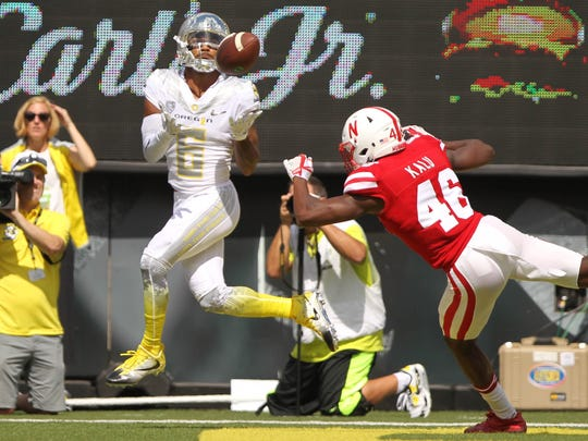 Oregon Ducks wide receiver Charles Nelson makes a touchdown
