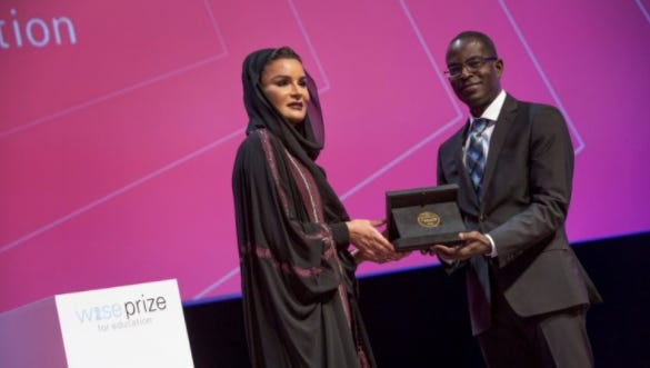 Sheikha Moza bint Nasser al-Missned presents the WISE Prize for Education 2017 to Patrick Awuah of Ghana