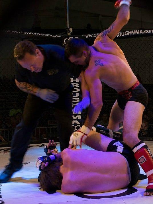 635501967850820023-fight2
