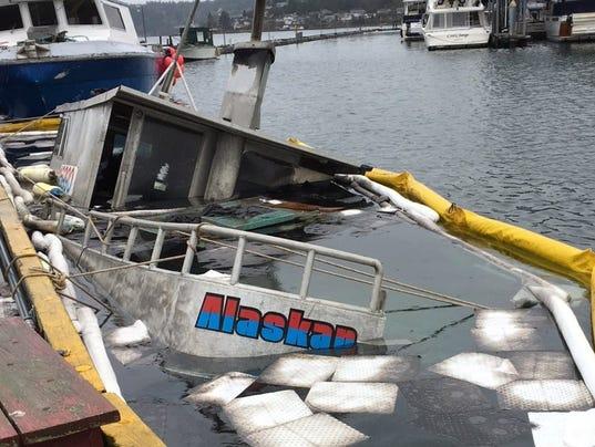 636554449374308887-Boat-that-sank-in-Port-Orchard-marina.jpg