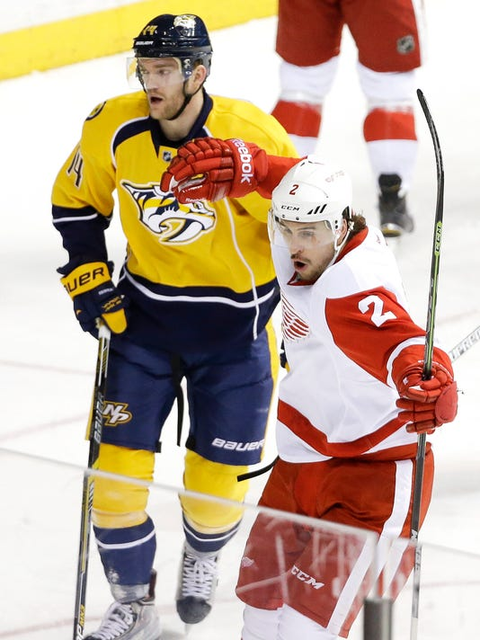 635607433361435093-AP-Red-Wings-Predators-Hocke-1-