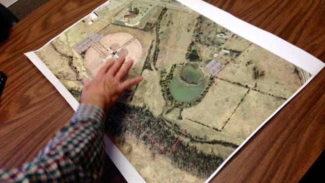 Mountain Home Mayor Joe Dillard goes over plans for what the city will do with a 42-acre land gift from a local family. The announcement of the gift was made Friday.