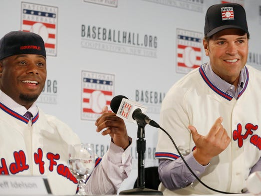 Ken Griffey Jr. and Mike Piazza are elected into the