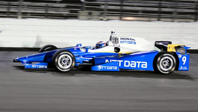 Scott Dixon heads down the front stretch during an IndyCar race at Texas Motor Speedway June 10, 2017.