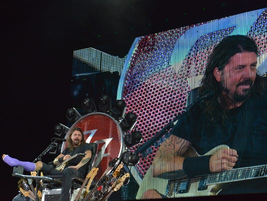 foofightersdavegrohlthrone