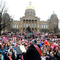 An estimated 26,000 people attend Women's March in Des Moines