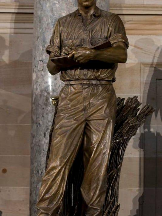 2014 204697725-Capitol_Borlaug_Statue_NYOTK_WEB602704.jpg_20140325.jpg