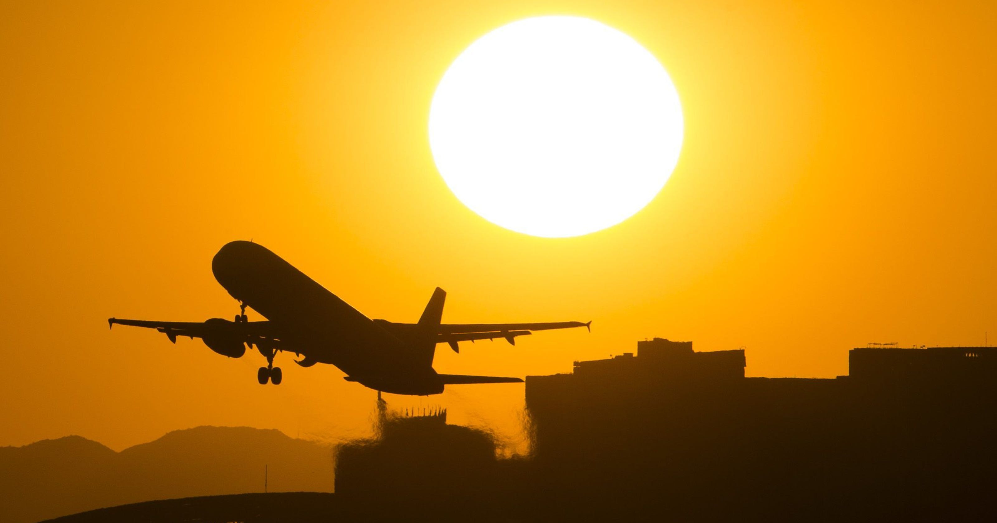 Extreme heat could delay Phoenix flights on airplane in-flight, airplane stopping, airplane sizing, airplane dimensions, airplane food, airplane design, airplane in the sky, airplane at airport, airplane type, airplane opening, airplane lifting, airplane door, airplane on ground, airplane marshalling, airplane drag, airplane water, airplane transportation, airplane size, airplane cabin, airplane parts diagram,