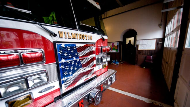 The Wilmington City Council will try to override Mayor Dennis P. Williams' veto of its 8-5 vote to cut $511,000 from the budget for eight vacant firefighter positions.