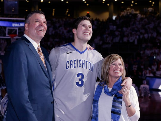 Creighton's Doug McDermott, center, stands with his
