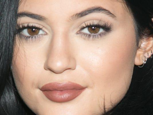 DuJour Magazine Celebrates Kendall & Kylie Jenner
