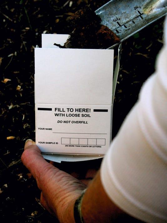 #stockphoto-gardening-fertilizer-nyls42.JPG