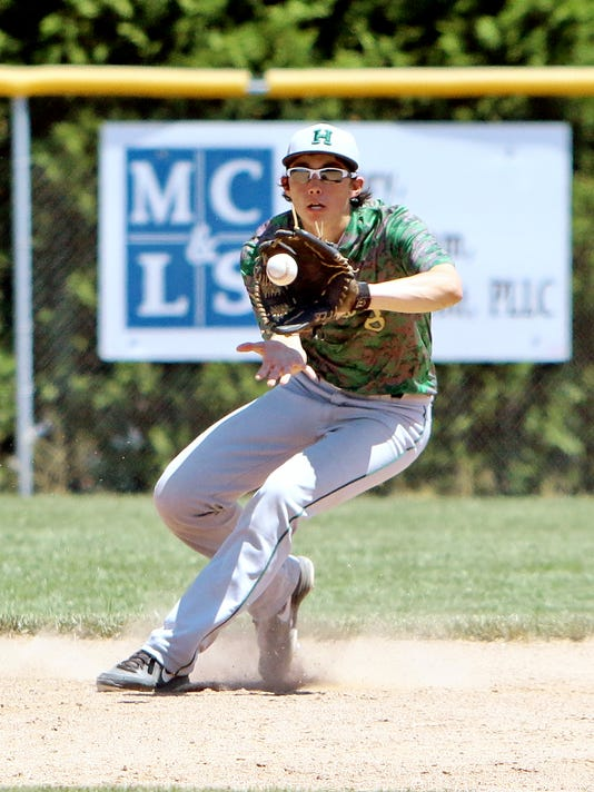 Riley Bennett makes another outstanding play at 2nd base[1].jpg