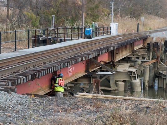 -CHLBrd_11-30-2013_Daily_1_A006~~2013~11~29~IMG_CHL_1201_derailment__1_1_GE5.jpg