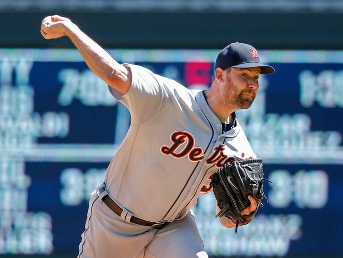 Detroit Tigers starting pitcher Mike Pelfrey delivers