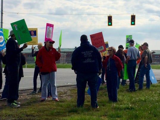 635995141411710812-Prison-farm-protest.jpg