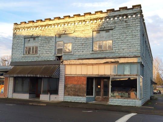 Downtown Stayton's Deidrich Building before facade