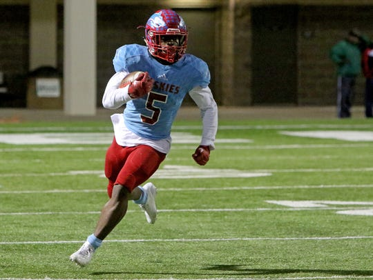 Hirschi's Daimarqua Foster runs along the sideline