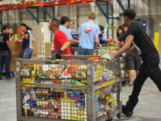 stamp-out-hunger-volunteers-13-of-45-.jpg