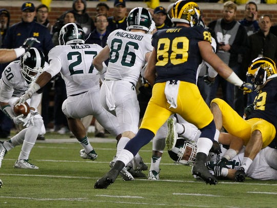 Michigan State's Jalen Watts-Jackson (No. 20) recovers