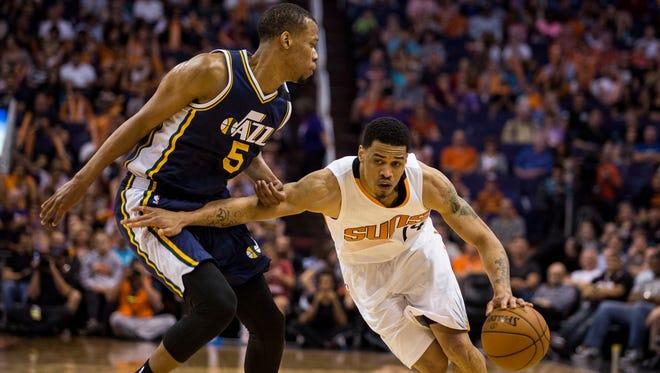 Suns forward Gerald Green (right) dribbles passed Utah Jazz forward Rodney Hood during a Suns home game at U.S. Airways Center against the Utah Jazz Saturday, April 4, 2015 in Phoenix, Arizona.