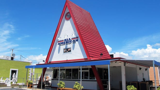 Schnapper's Hots, the longtime Sanibel restaurant, is opening a second store in the iconic A-frame building in downtown Naples.