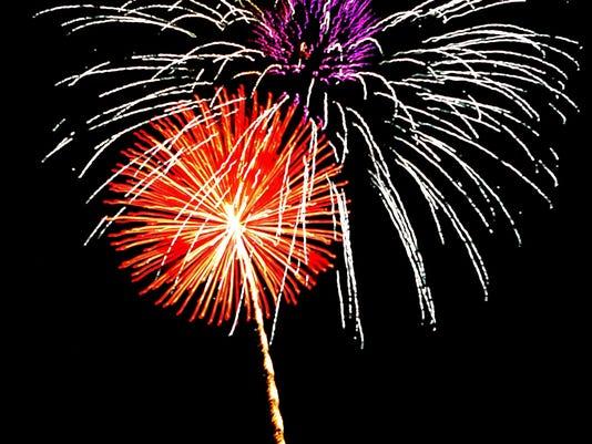 IMG_-fireworks2.JPG_2012_1_1_VQ4I5L20.jpg_20130703.jpg