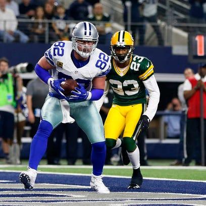 Dallas Cowboys tight end Jason Witten (82) catches
