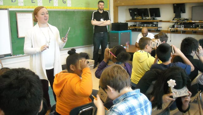 "Mote Elementary School students take a virtual field trip using ""Google Goggles."""