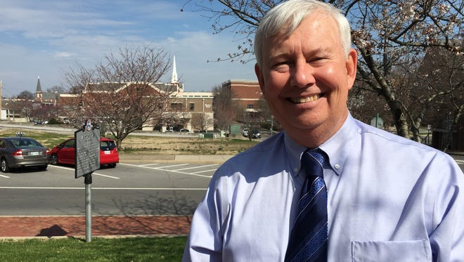 Former Clarksville City Councilman Bill Summers says he intends to announce his candidacy for city mayor in May.