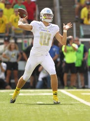 Oregon quarterback Justin Herbert (10) threw for 365