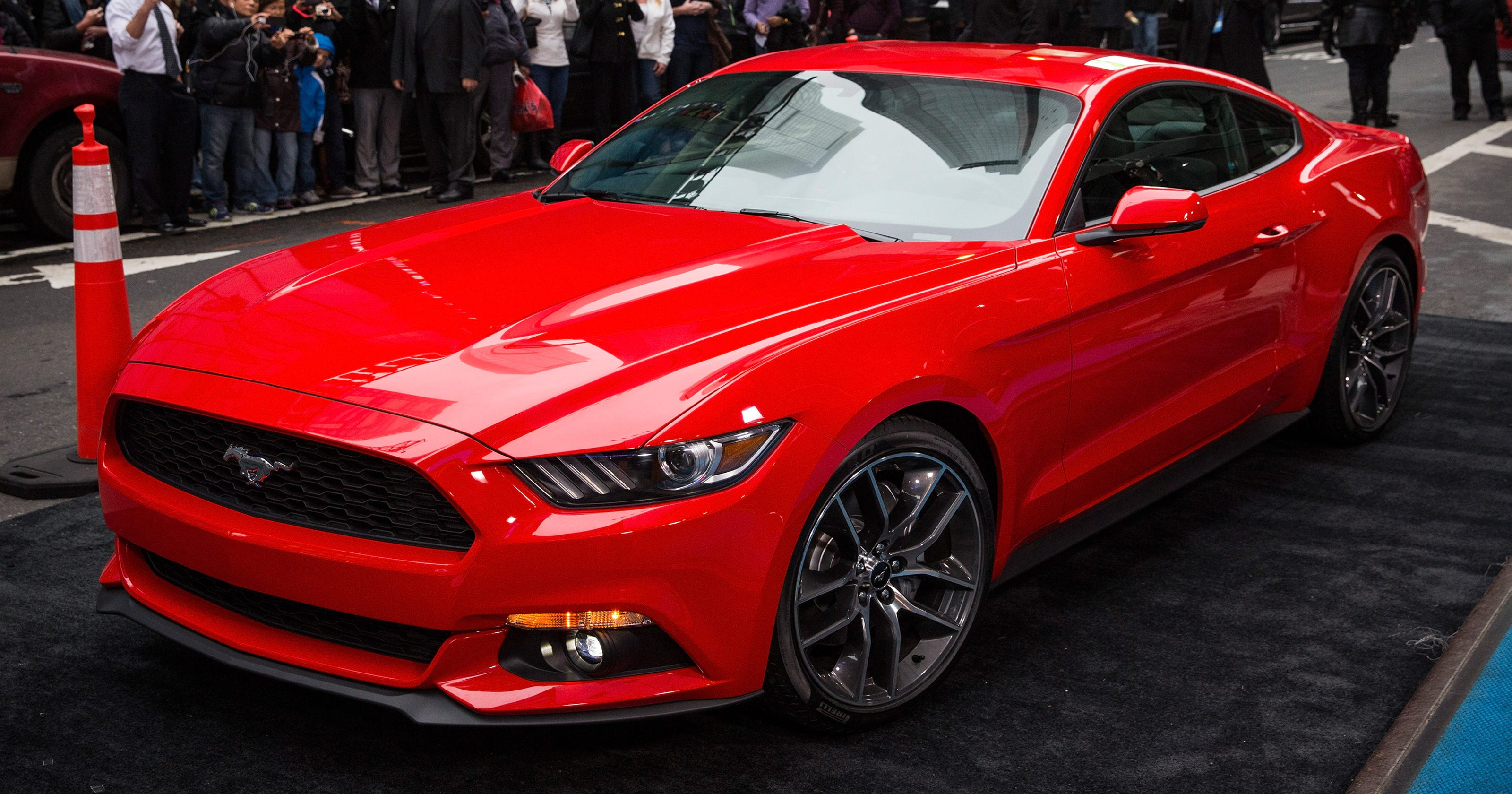 Report gas mileage falls for new heavier 2015 mustang