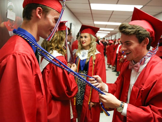 636000525145237087-MCHS-Commencement-5.27.16-2-of-35-.jpg