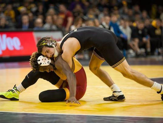 636170121654388619-20161210-WJA-Iowa-IowaState-Wrestling-005.jpg