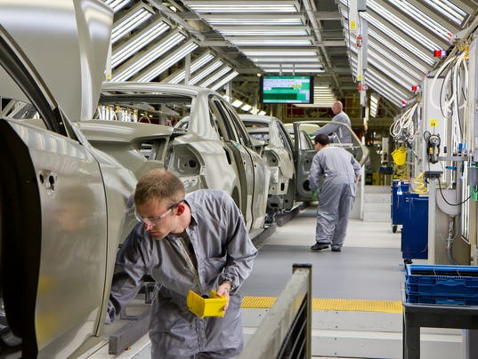 nlrb rules uaw  organize group  vw workers