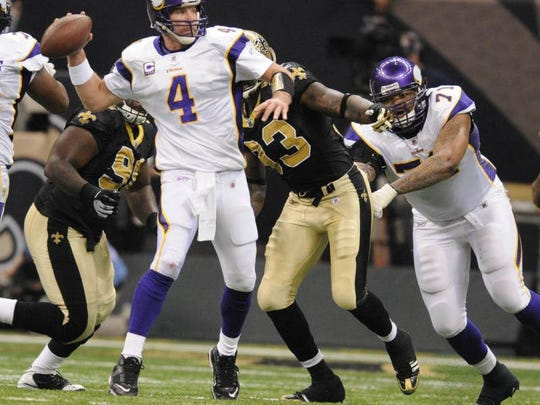 Minnesota Vikings quarterback Brett Favre looks for a receiver at the Louisiana Superdome as the New Orleans Saints took on the Minnesota Vikings during the NFC Championship game  Minnesota Vikings New Orleans Saints