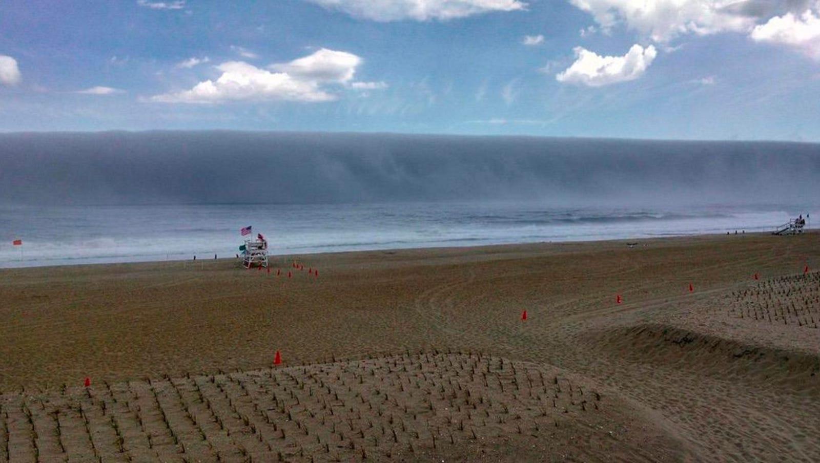 Like Parting Of Red Sea Madison Lakes >> Ocean Fog Looks Like Tsunami Sized Wave