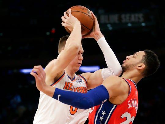 New York Knicks' Kristaps Porzingis, left, tries to
